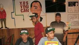 """Makna Berbahaya Simbol Illuminati """"Yes You Can"""" dan Simbol Mata Satu di Cafe Milik Anak Jokowi"""