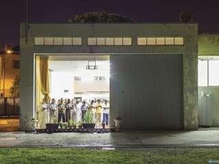 Hanya 2 Masjid Yang Diijinkan di Italia, Muslim Italia Shalat Berjamaah di Gudang
