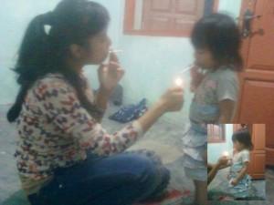 Ibu-ajari-anak-gadisnya-merokok