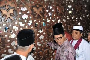 jawaban-irwan-prayitno-lambang-yahudi-masjid-raya-sumbar