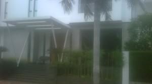 Rumah- Ahok- berdiri -di atas- daerah- resapan- air, seharusnya- di robohkan- juga