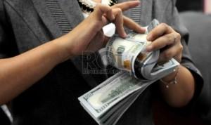 transaksi-penukaran-rupiah-terhadap-mata-uang-asing-di-_150723144710-441