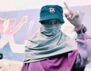Penampilannya-mengenakan-hijab-syari-Tidak-Menghalangi-Hobinya-Membuat-Grafiti1