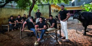 Sejak-15-Tahun-Lalu-Kumpulan-Petani-Miskin-Berubah-Menjadi-Bodyguard-di-Desa-Asola-India
