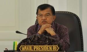 JK-Terima-Unisma-Award-Sebagai-Bapak-Perdamaian-Indonesia