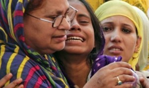 keluarga-mohammad-akhlaq-menangis