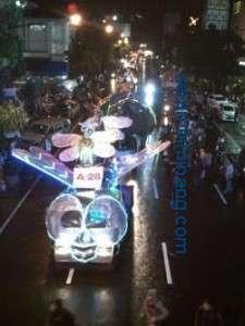 Malam-Kota-Bandung-Dihiasi-Binatang-Raksasa-yang-Bercahaya