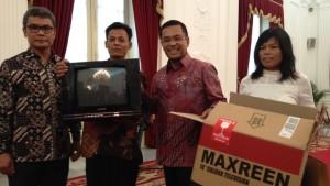 Jokowi-bantu-kusrin